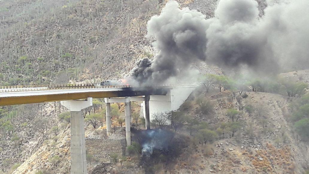Explota pipa de combustible en carretera de Oaxaca