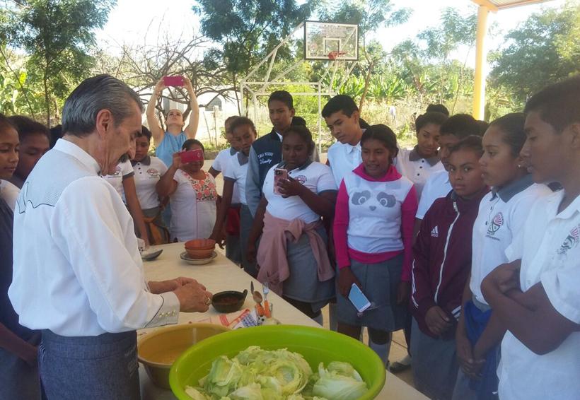 Yuri de Gortari convive con  alumnos de Pinotepa Nacional, Oaxaca | El Imparcial de Oaxaca