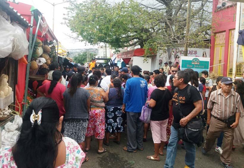Zafarrancho por retiro  de casetas metálicas en Salina Cruz, Oaxaca