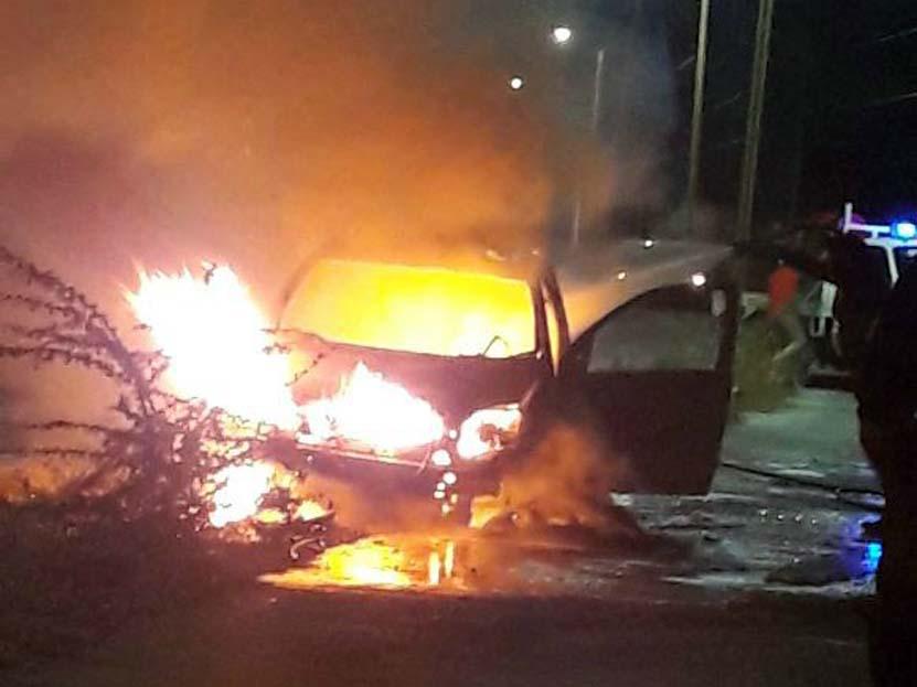 Arde Chevy en Salina Cruz, Oaxaca | El Imparcial de Oaxaca