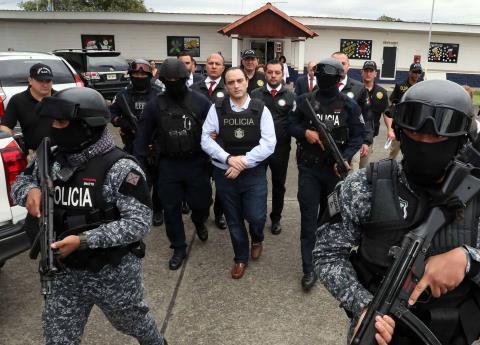 Borge usa zapatos de 11 mil 400 pesos durante extradición