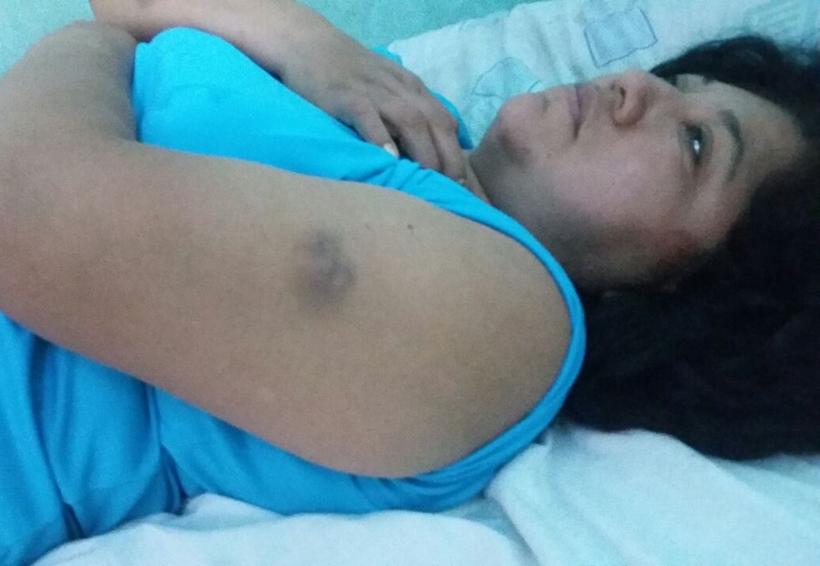 Ante la presencia de autoridades y  policías la golpean en Mixtepec, Oaxaca | El Imparcial de Oaxaca