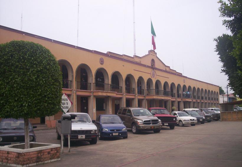 Entregan constancia a precandidato independiente en Tuxtepec, Oaxaca