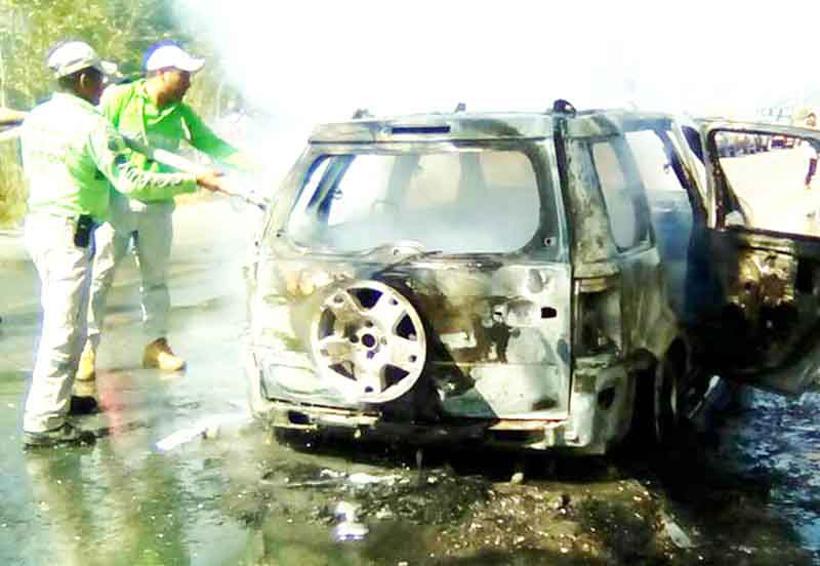 Camioneta convertida en cenizas | El Imparcial de Oaxaca