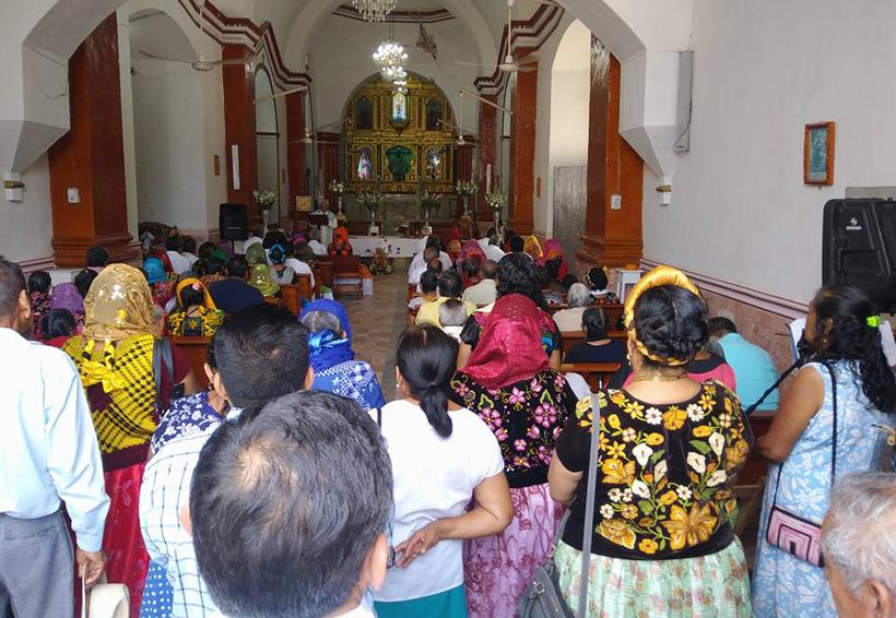 Ceremonia ancestral de la  entrega de llaves de la iglesia en Tehuantepec, Oaxaca