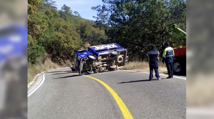 Choca patrulla de la Mixteca y cae a pendiente | El Imparcial de Oaxaca
