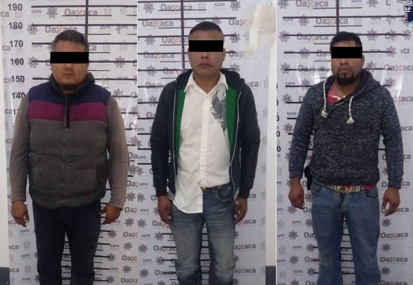 Atrapan a tres con armas y pasamontañas en Oaxaca