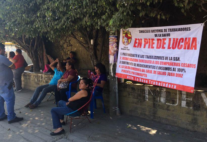 Sigue paro de labores en centros de salud de Pinotepa Nacional