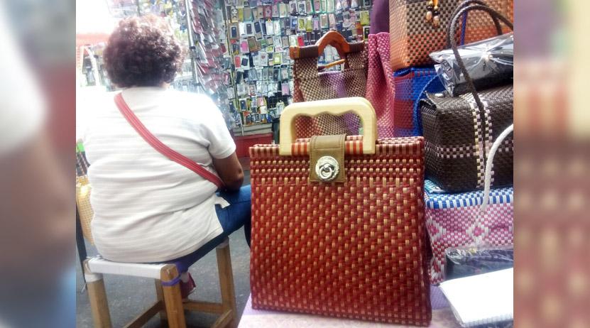 Oaxaqueña pasó del penal al tianguis y con mira a exportar artesanías | El Imparcial de Oaxaca