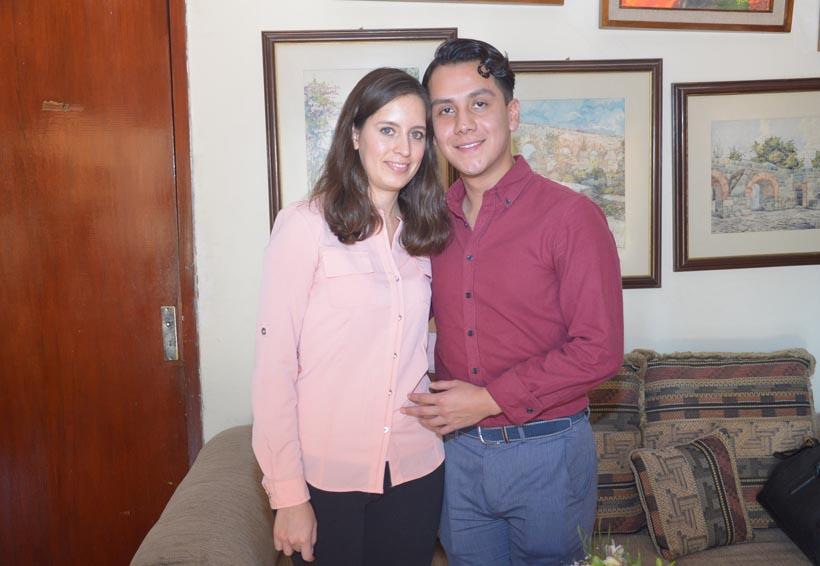 Rosa María y Édgar formalizan su noviazgo