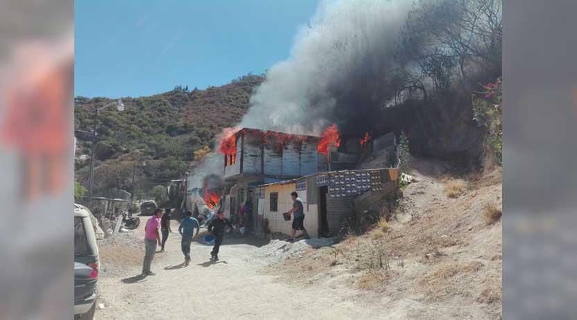 En cenizas quedó parte de un domicilio en la colonia Manuel Sabino Crespo, Oaxaca | El Imparcial de Oaxaca