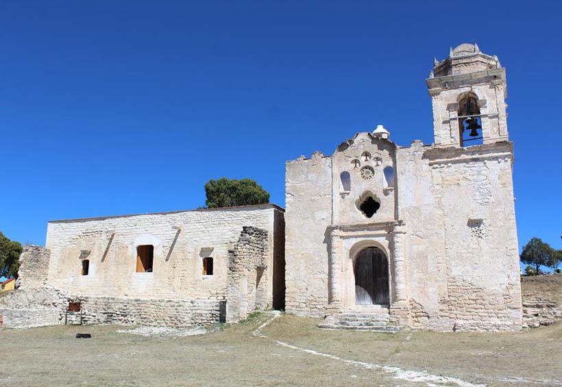 Restauran templos en  la Mixteca de Oaxaca
