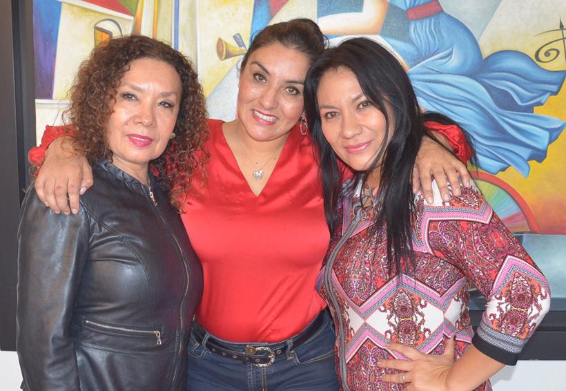 Claudia  celebra con amigas