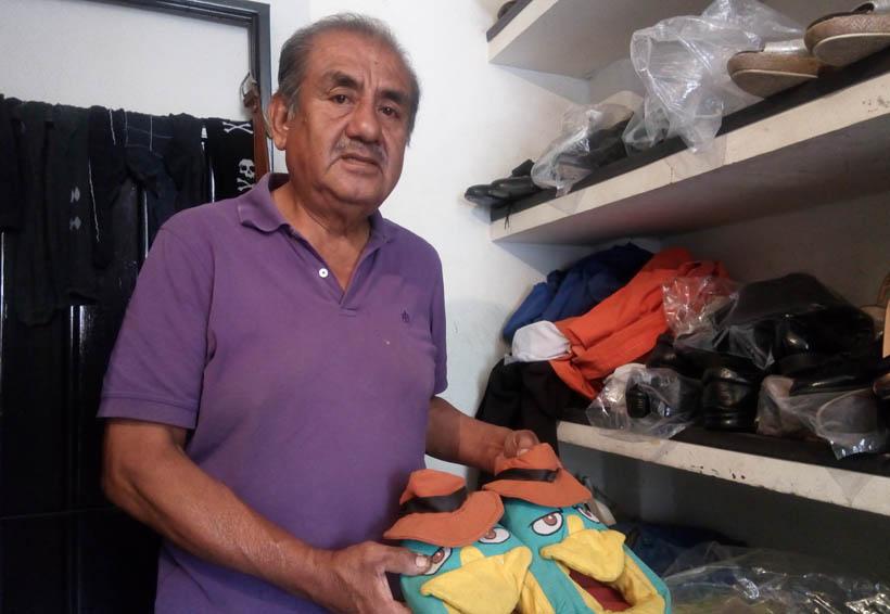 Con su trabajo don Sergio  da nueva vida al calzado