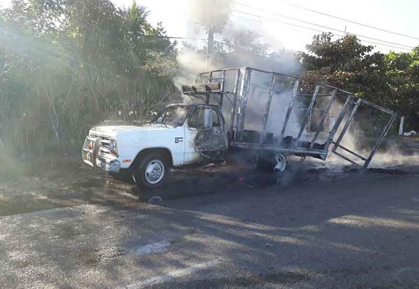 Arde camión en carretera | El Imparcial de Oaxaca