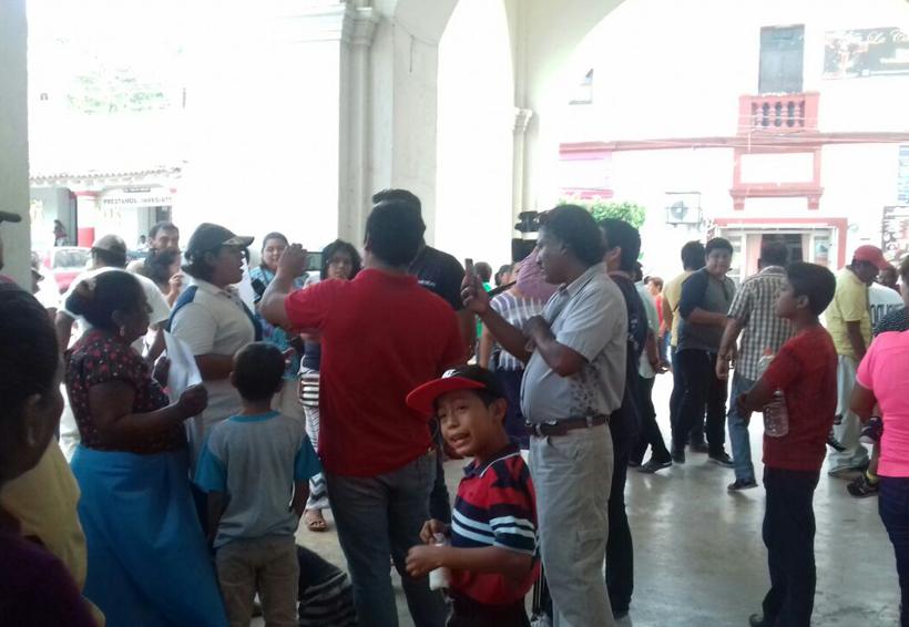 Demandan obra vecinos de Santo Domingo Tehuantepec, Oaxaca