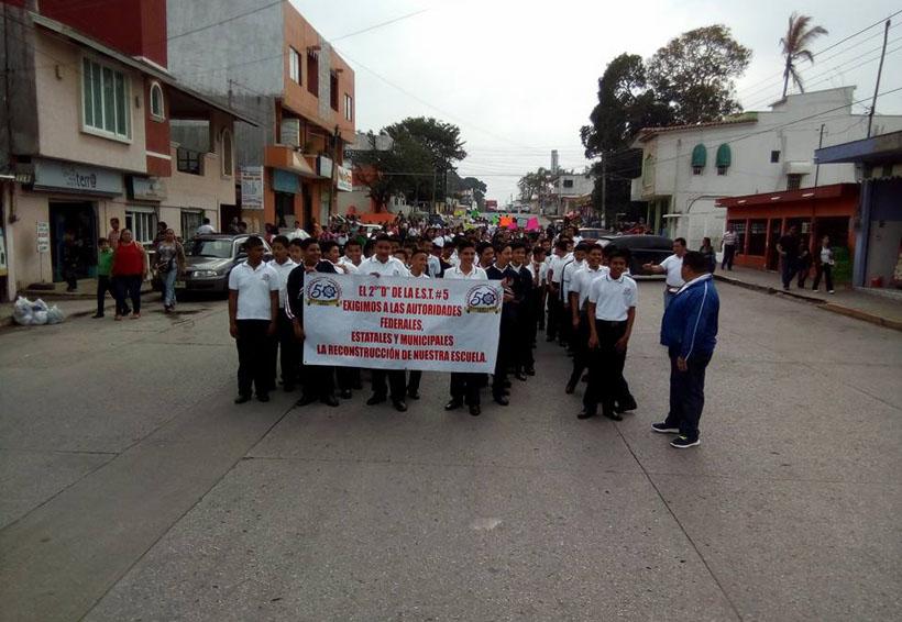 Demandan reconstrucción de aulas en Matías Romero, Oaxaca