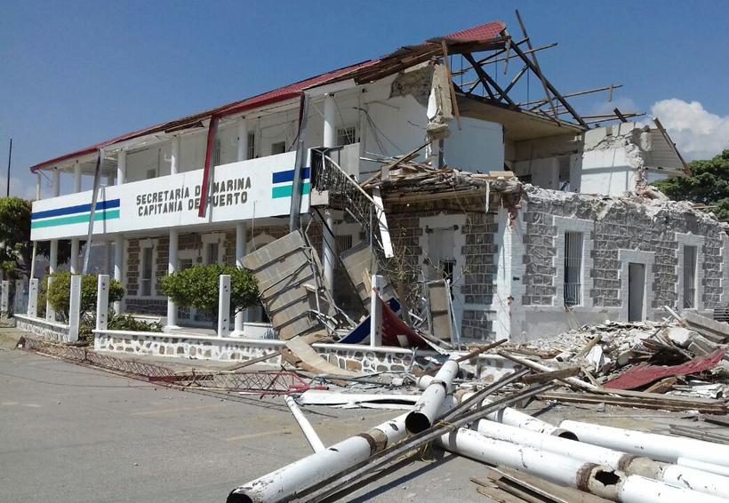 Demuelen edificio de Capitanía de Puerto en Salina Cruz, Oaxaca