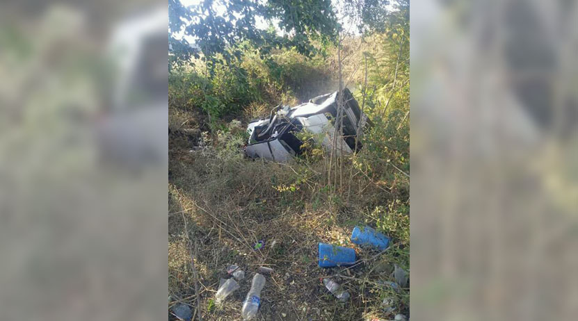 Dos lesionados tras volcar auto en carretera a Tlacolula de Matamoros, Oaxaca   El Imparcial de Oaxaca