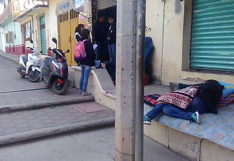 En la Mixteca más de mil 400 alumnos  afectados por la huelga