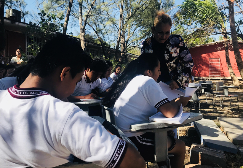 Escuela Secundaria de Juchitán da clases a la intemperie