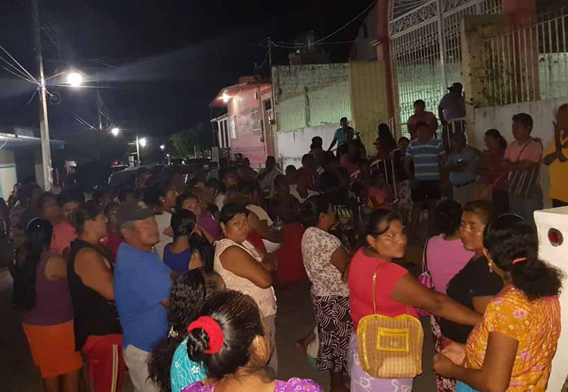 Habitantes de San Pedro Huilotepec se rebelan  contra Alejandro Palacios