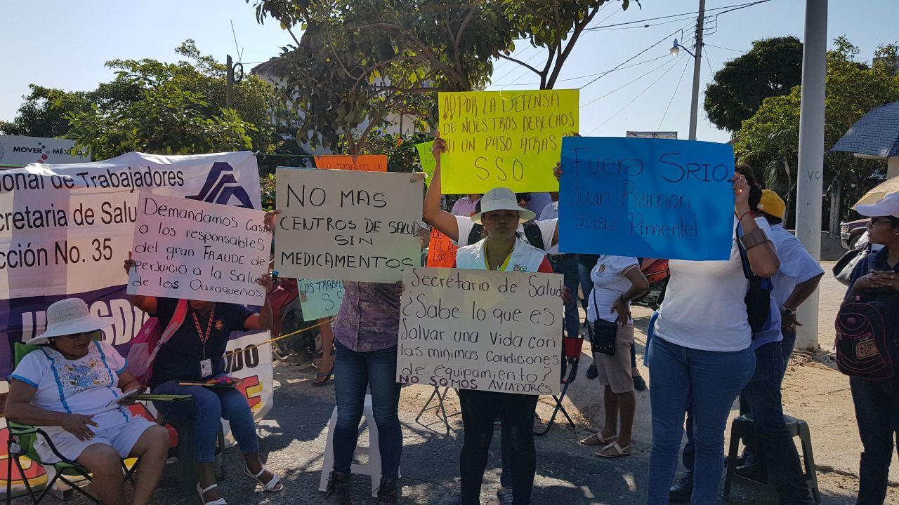 Sindicalizados del sector Salud bloquean la costa de Oaxaca | El Imparcial de Oaxaca