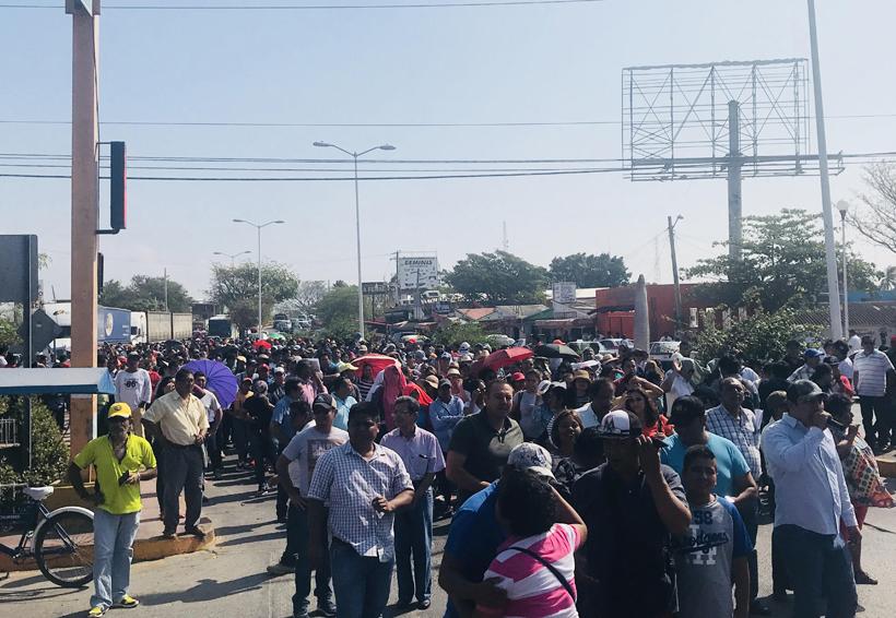 Marchan maestros, piden  reconstrucción en el Istmo de Oaxaca | El Imparcial de Oaxaca