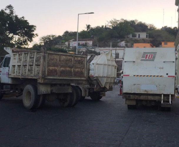 Paran labores  trabajadores  de limpia en el Istmo de Oaxaca