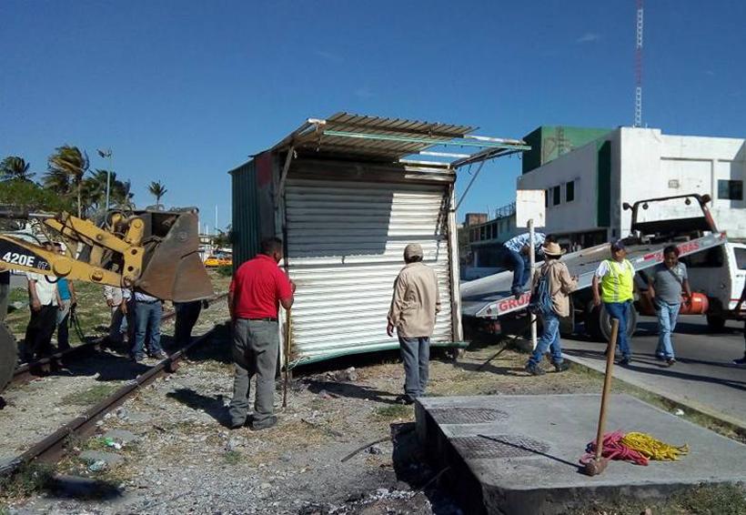 Quitan casetas de las vías del tren en Salina Cruz, Oaxaca | El Imparcial de Oaxaca