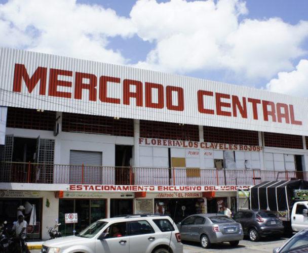 Locatarios del  Mercado Central de Tuxtepec temen bajas ventas