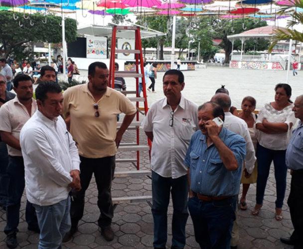 Transportistas paran urbanos  ante amenazas de estudiantes de Tuxtepec, Oaxaca