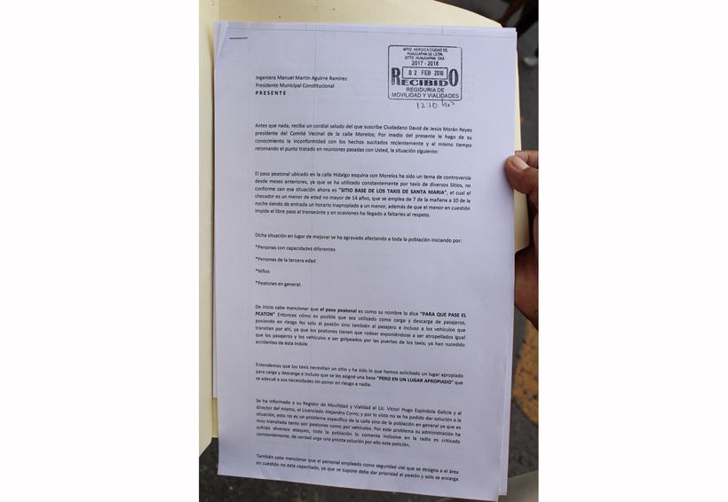 Vecinos de Huajuapan de León llegan al hartazgo,  piden reubicación de taxis