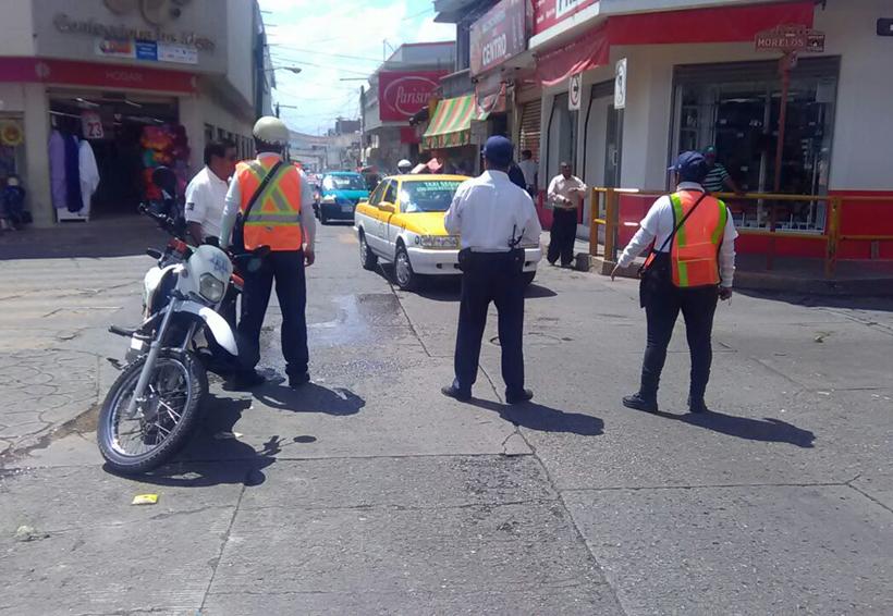 Vecinos inconformes cierran  calles del centro de Huajuapan de León, Oaxaca