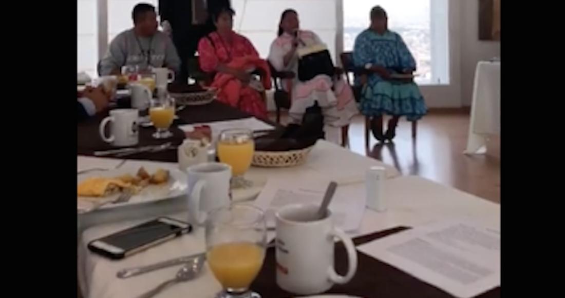 Diputados de Chihuahua desayunan frente a rarámuris sin ofrecerles alimentos | El Imparcial de Oaxaca