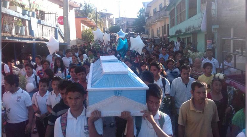 Despiden al niño que murió atragantado con un pez en Pochutla, Oaxaca | El Imparcial de Oaxaca