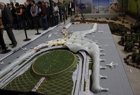 Presentan propuestas para plantas centrales de servicio del aeropuerto