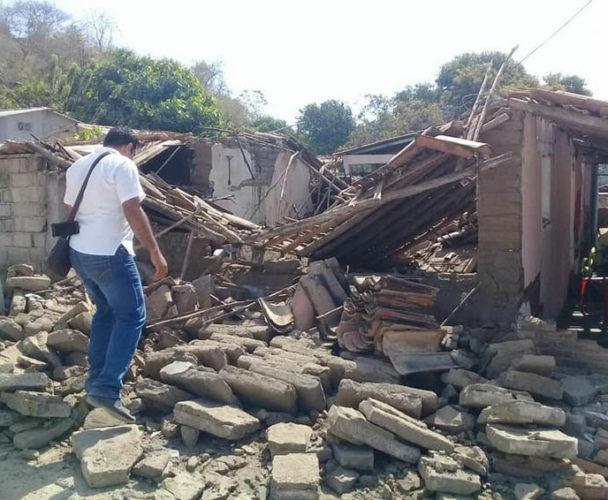 En Pinotepa Nacional, Oaxaca hospital y templo resultaron con daños