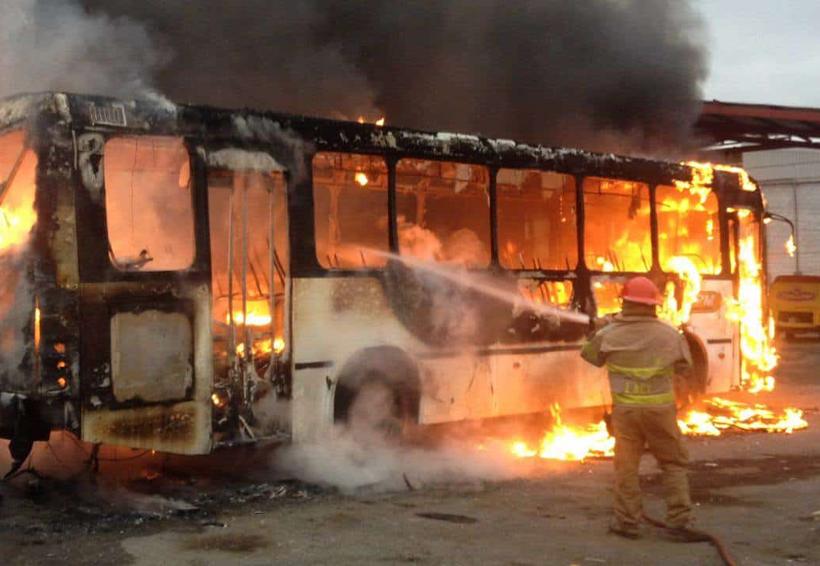 Incendio de camión provoca movilización | El Imparcial de Oaxaca