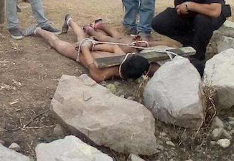 Desnudan y amarran a ladrones; pobladores querían prenderles fuego | El Imparcial de Oaxaca