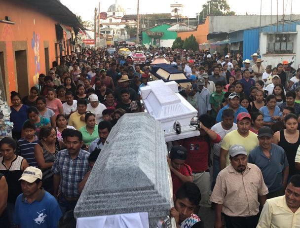 Video: Lanzan corrido tras tragedia en Jamiltepec, Oaxaca