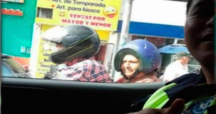 Tienda de motocicletas premia a mujer que usó el casco al revés | El Imparcial de Oaxaca