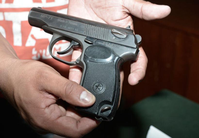 Detienen a sujeto que jugaba en la calle con arma de fuego | El Imparcial de Oaxaca