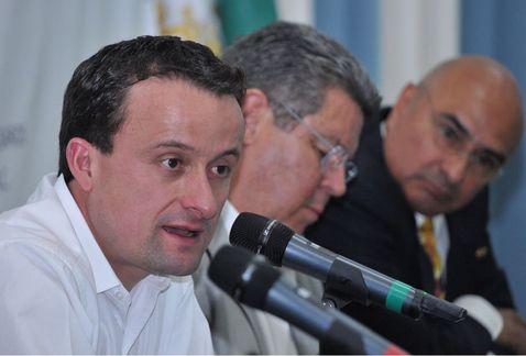 Postura sobre adopción gay, no fue un error, es lo que pienso: Mikel | El Imparcial de Oaxaca