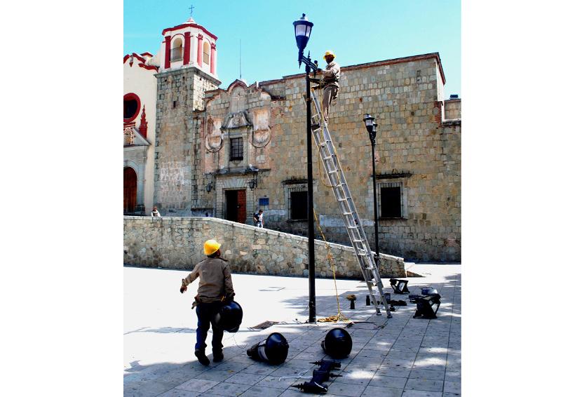 El innecesario negocio  de iluminar la capital de Oaxaca