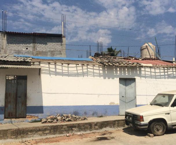 A un mes de sismo, la ayuda no llega a la Costa de Oaxaca