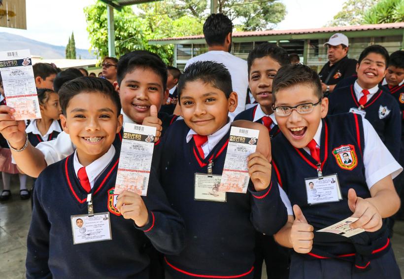 Alebrijes de Oaxaca visitaron la  Escuela Adolfo López Mateos