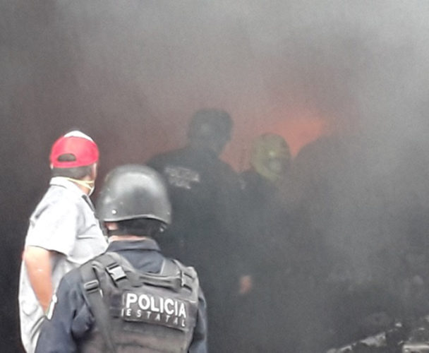 Arde bodega de Servicios de Salud en Tuxtepec, Oaxaca