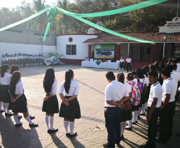Celebran 15 aniversario del  Cecyteo en Puerto Ángel, Oaxaca