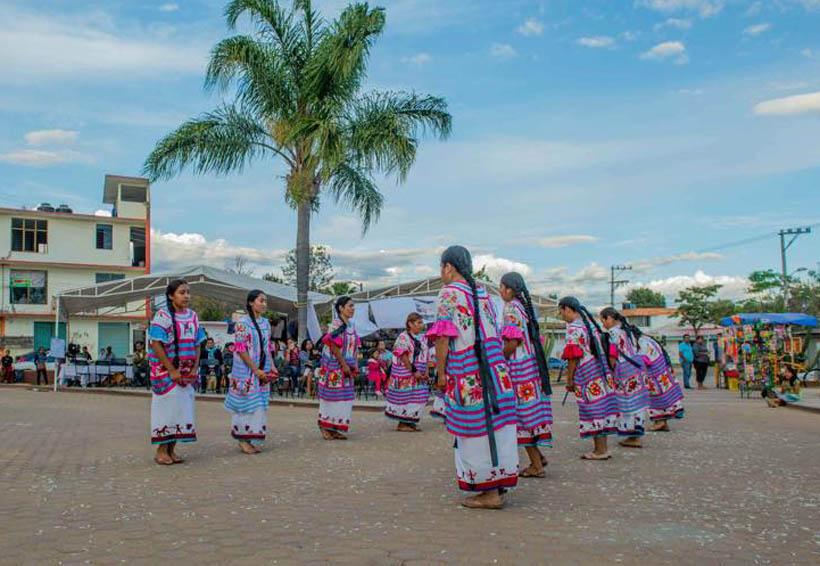 Cumple 57 años Grupo  Folclórico Universitario